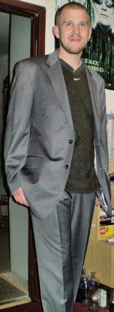 "Deň ""D"" 19.9.2009 - drahého oblek. ešte košelu a kravatku a bude to dokonalé ;)"