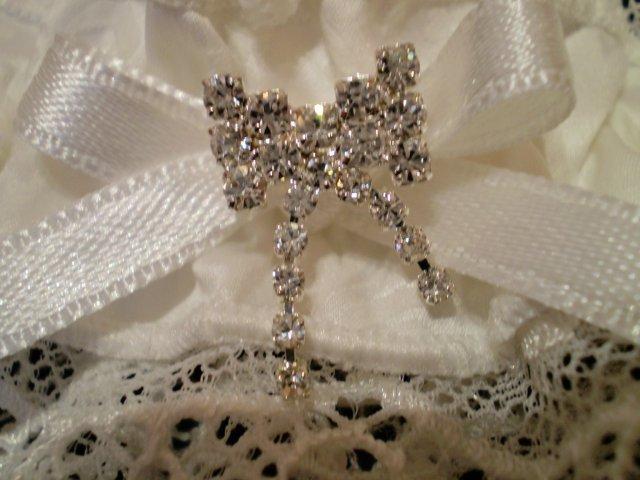 """Deň """"D"""" 19.9.2009 - detailík. ozdôbka bude perfektne pasovať k šperkom ;)"""