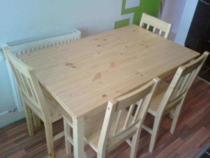 Kuchyňa .. ako to zatiaľ vyzerá - stôl aj stoličky ideme prelakovať tmavším lakom ..