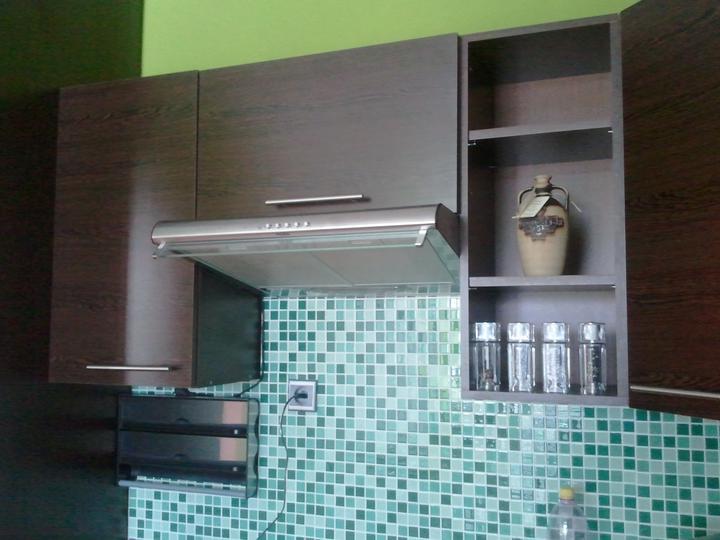 Kuchyňa .. ako to zatiaľ vyzerá - a už je namontovaný aj digestor :)