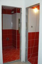Pohľad od vchodových dverí, z chodby .. dvere do kúpeľňe a WC už máme vybraté, už len ich objednať :)