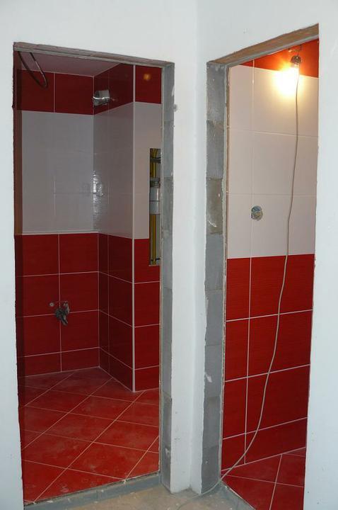 Kúpeľňa a WC - Pohľad od vchodových dverí, z chodby .. dvere do kúpeľňe a WC už máme vybraté, už len ich objednať :)