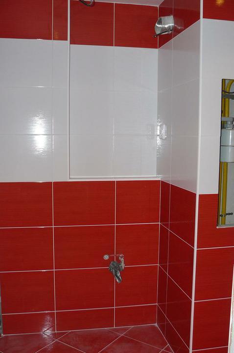 Kúpeľňa a WC - tu príde skrinka s umývadlom, zrkadlo a skrinka na stenu