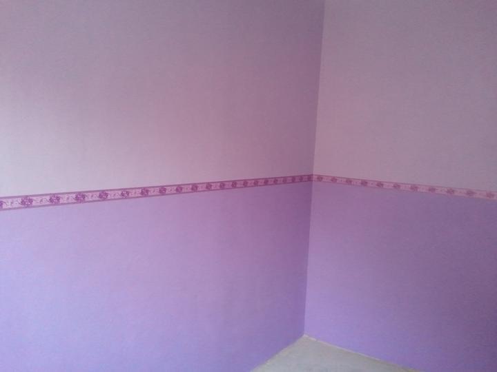 Spáleň .... maľovanie, podlaha + ako skladali spáňovú zostavu - vymaľované... horná polovica svetlejšia fialova a spodná polovica tmavšia