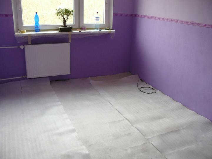 Spáleň .... maľovanie, podlaha + ako skladali spáňovú zostavu - začíname s podlahou