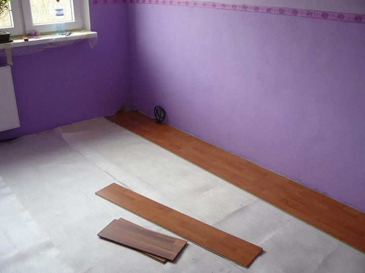 Spáleň .... maľovanie, podlaha + ako skladali spáňovú zostavu - Obrázok č. 9