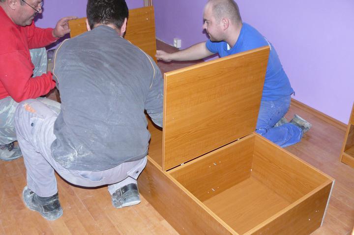Spáleň .... maľovanie, podlaha + ako skladali spáňovú zostavu - skladáme nadstavbu nad posteľ