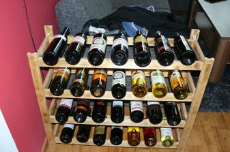 Malá časť našej nemalej zbierky vín :)