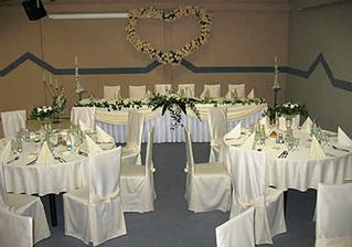 svadobná hostina bude buď tu