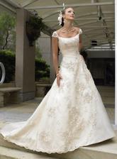 Objednané šaty na míru, ale budou bílé...