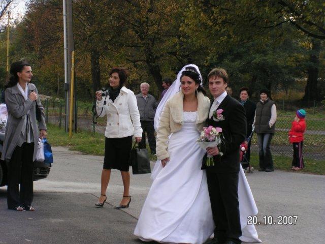 Katarina Bilkova{{_AND_}}Anton Brngal - pred sobasom- Liestany