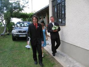 prvý družba-môj bratranec a manželík si idú po mňa