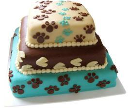 Tvar ani barvy ne, ale ty psí stopy, to nám na dortu nemůžou chybět