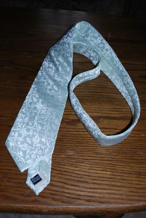 Co se nám líbí, co chceme a co mít budeme :-) - Ženichova kravata - barva nešla moc dobře zachytit...