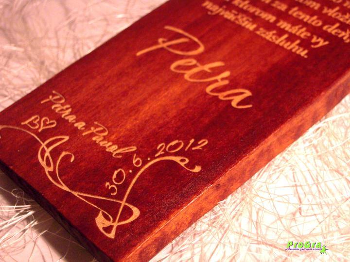 Svadobné krížiky - detail gravírovania podpisu