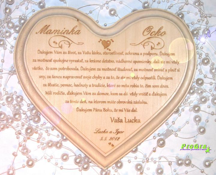 Poďakovanie rodičom - bledé lipové srdiečko s gravírovaním textu poďakovania rodičom