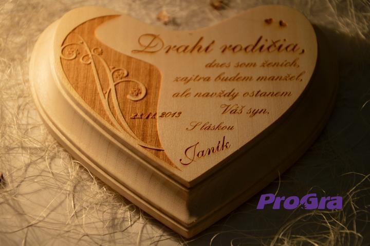 Poďakovanie rodičom - Malé lipové srdiečko (10x12cm) - krásne vystúpené ornamenty s kvietkami