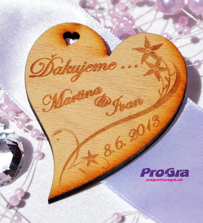 Detaily pre Váš svadobný deň - Minisrdiečko s magnetkou na zadnej strane s jemnou kvietkovou grafikou