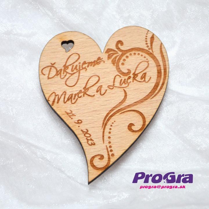 Detaily pre Váš svadobný deň - Minisrdiečko s magnetkou vzadu s výraznejším ornamentom