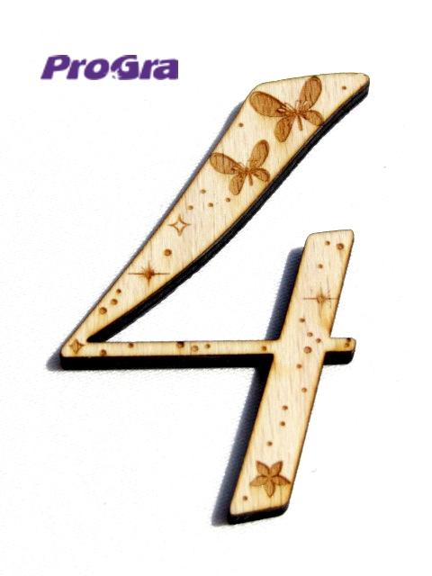 Po svadbičke - číslo na dvere spoločného bytíku mladomanželov s motýlikovou grafikou