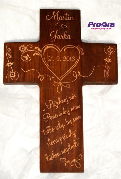 Svadobné krížiky - Svadobný krížik pre snúbencov s krásnou grafikou vyrobený na podnet inšpiratívnej nevesty