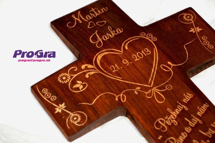 Svadobné krížiky - jednoduchý svadobný krížik vieme pre Vás vyrobiť aj v bledej variante