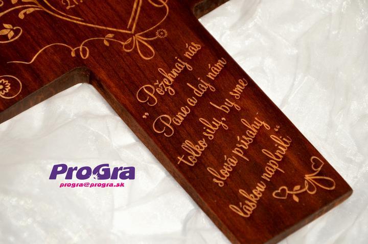 Svadobné krížiky - krížik je vyrobený ručne - rezbárom z ľahkého lipového dreva - ošetrený morením a olejom na drevo