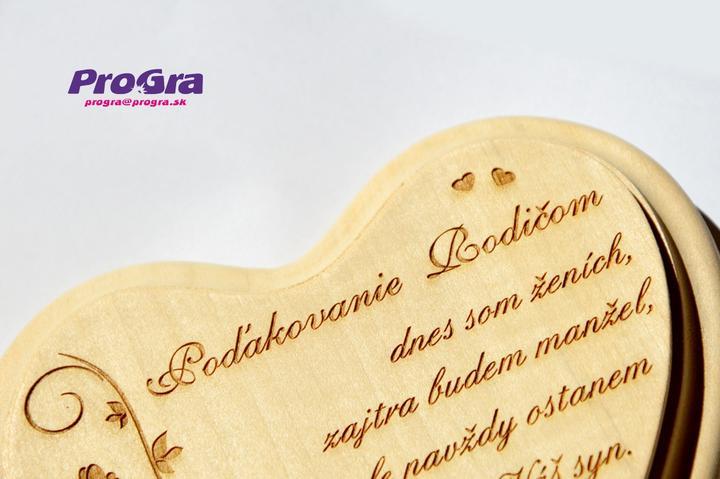 Poďakovanie rodičom - malé lipové srdiečko (10x12 cm) s krátkym textíkom - ktorý môže byť zmenený podľa Vás