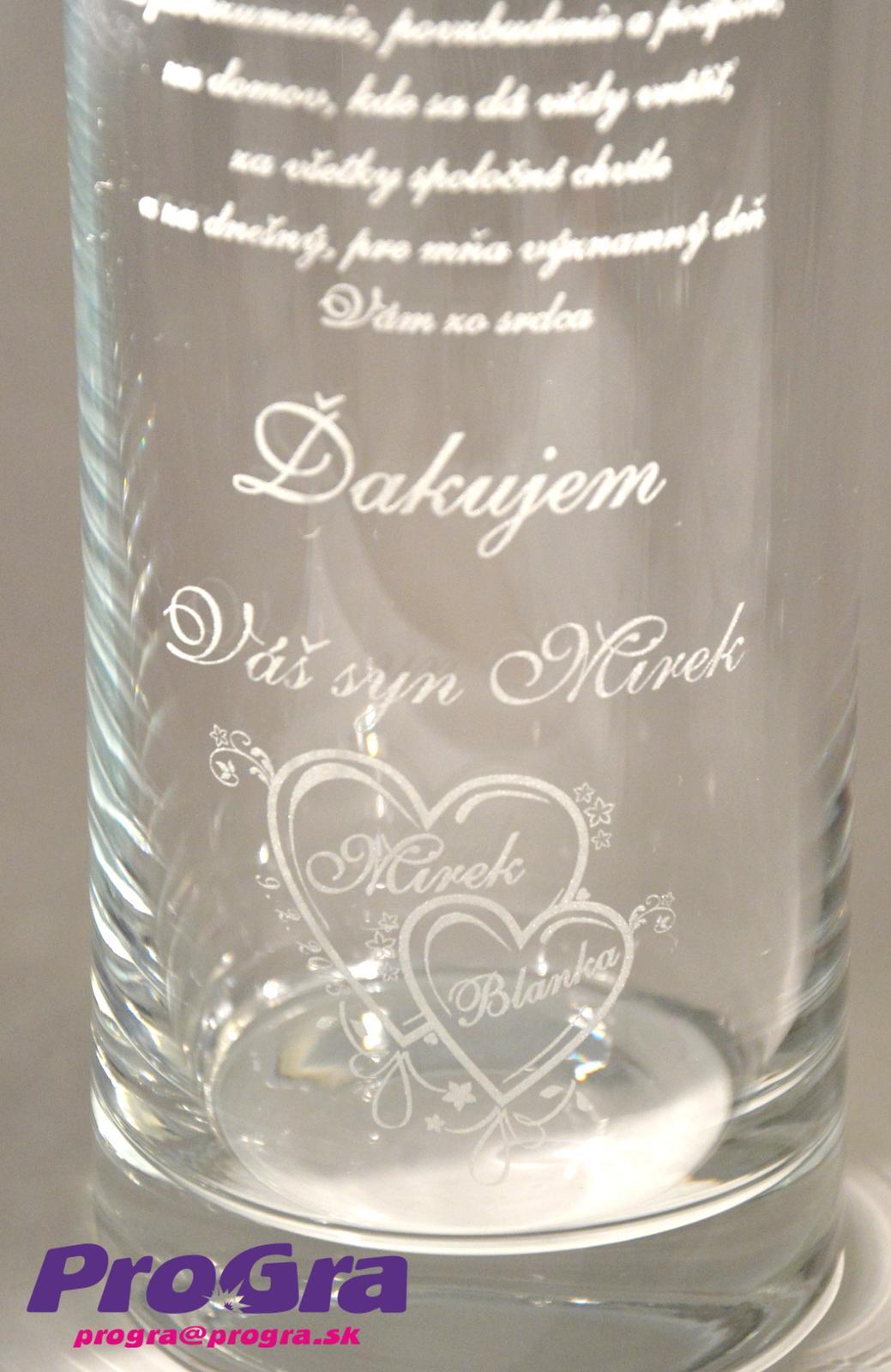 Poďakovanie rodičom - Gravírovanie poďakovania rodičom pre svadobný pár na zákazku na vázu Olympia z našej ponuky