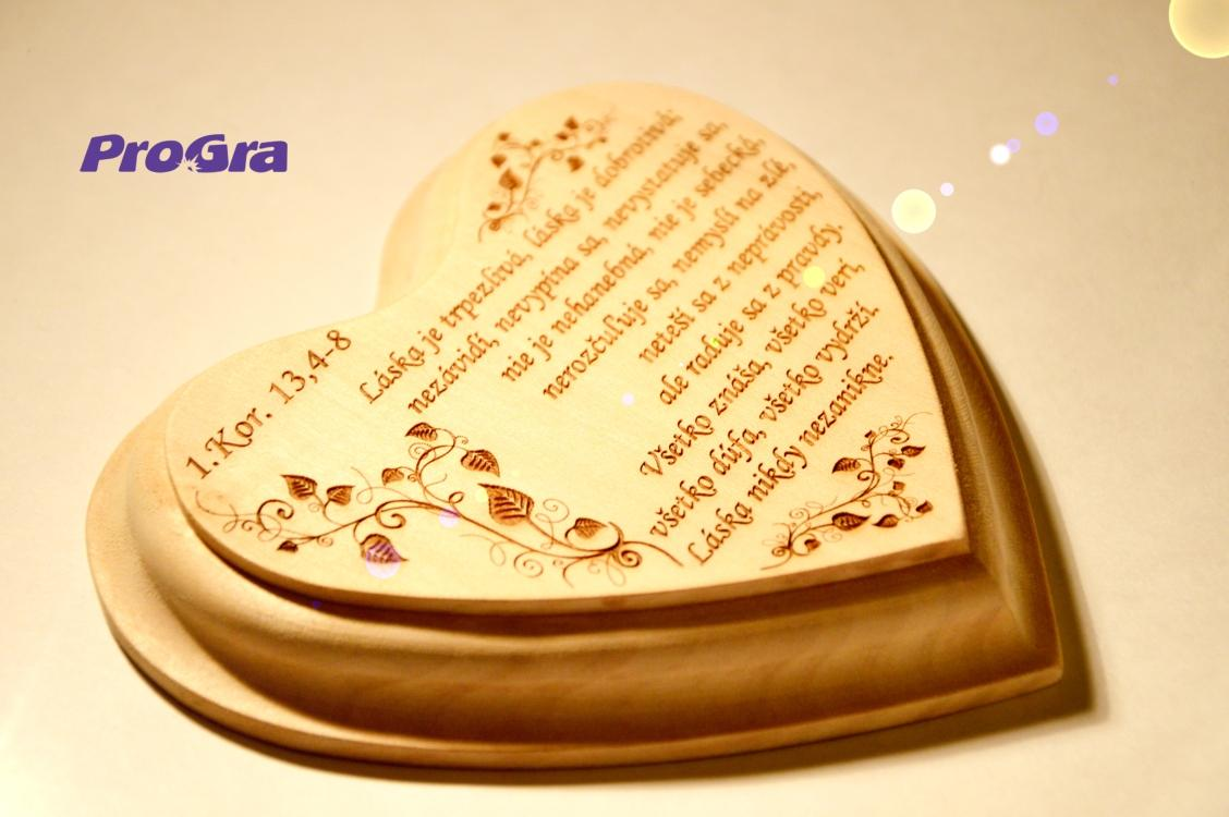 Po svadbičke - krásna grafika a krásny text na malom lipovom srdiečku gravírované v ProGra :-)