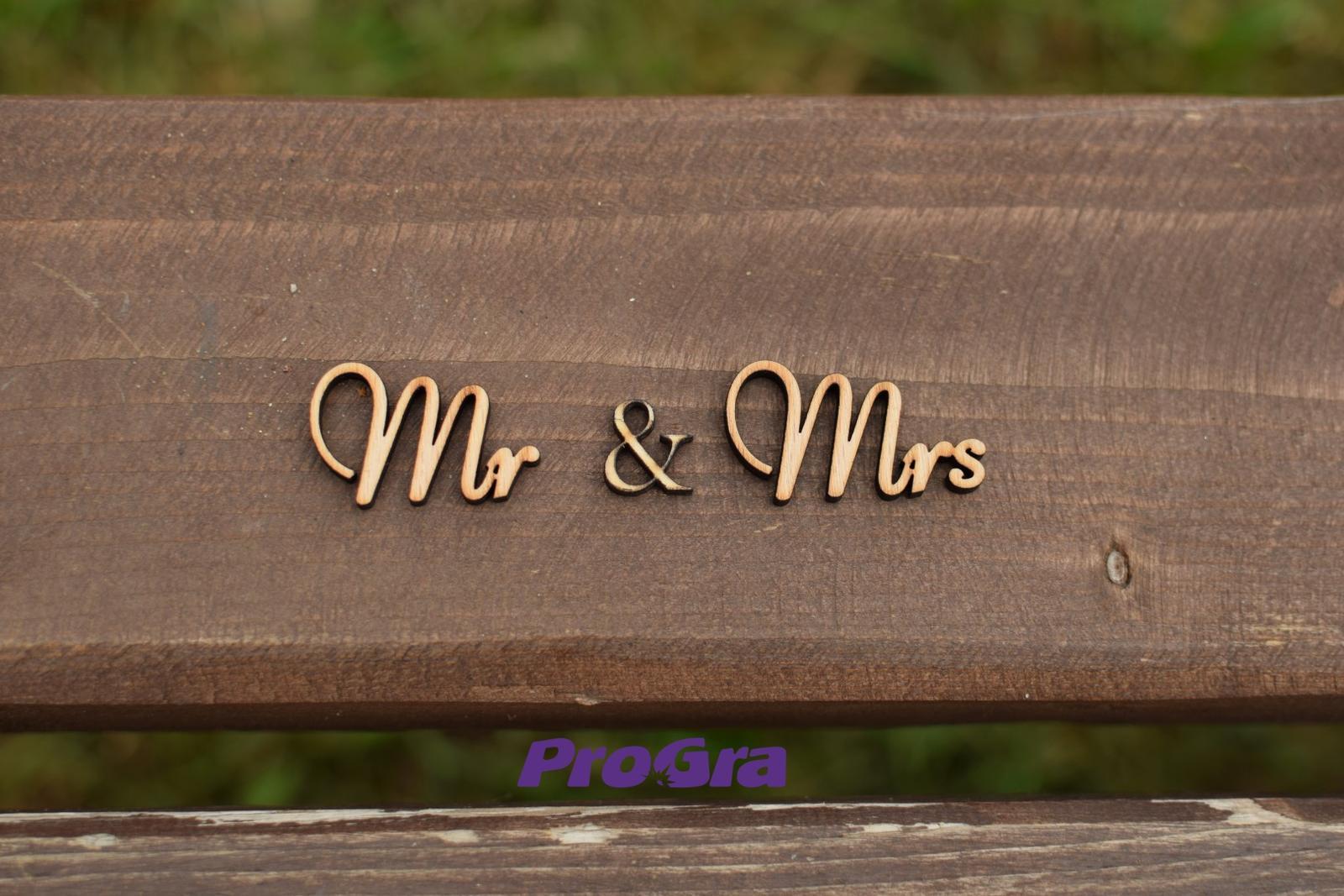 Detaily pre Váš svadobný deň - Mr & Mrs - vyrezávaný nápis MINI