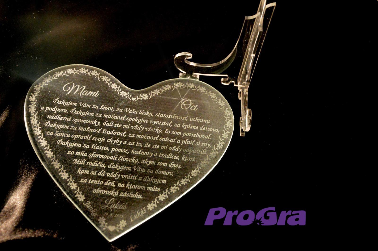 Poďakovanie rodičom - Originálne sklenené srdiečka v našej ponuke so stojančekom