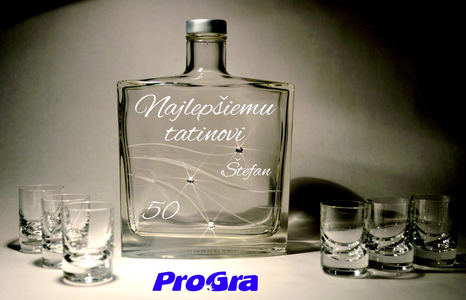 Po svadbičke - Krásna elegantná sada fľaše a 6ks štamprlíkov zdobená Swarovski kryštálikmi doplnená gravírovaním podľa Vašich požiadaviek dodávaná v darčekovej krabičke.