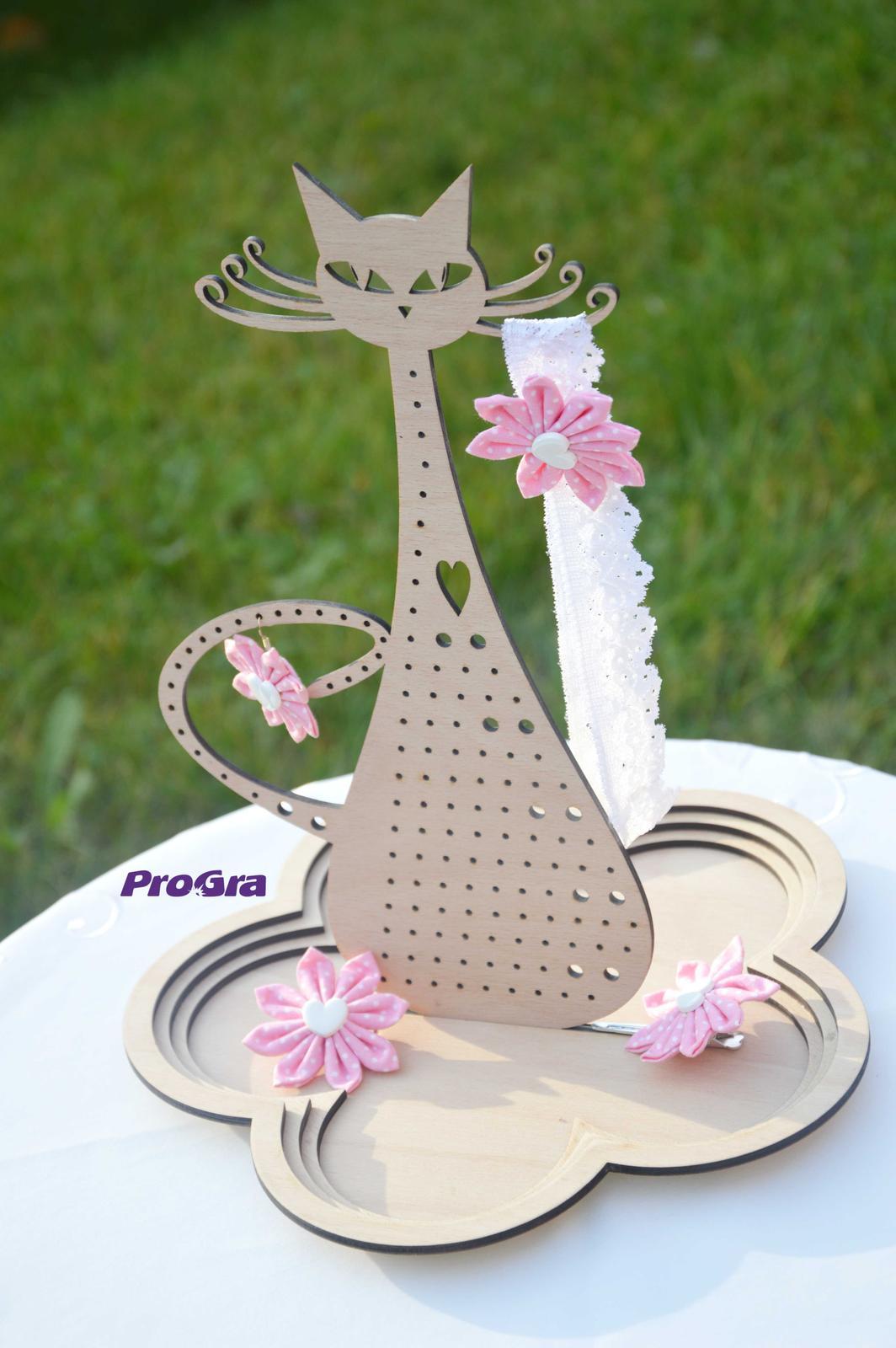 Po svadbičke - Mica - parádnica_stojan na šperky