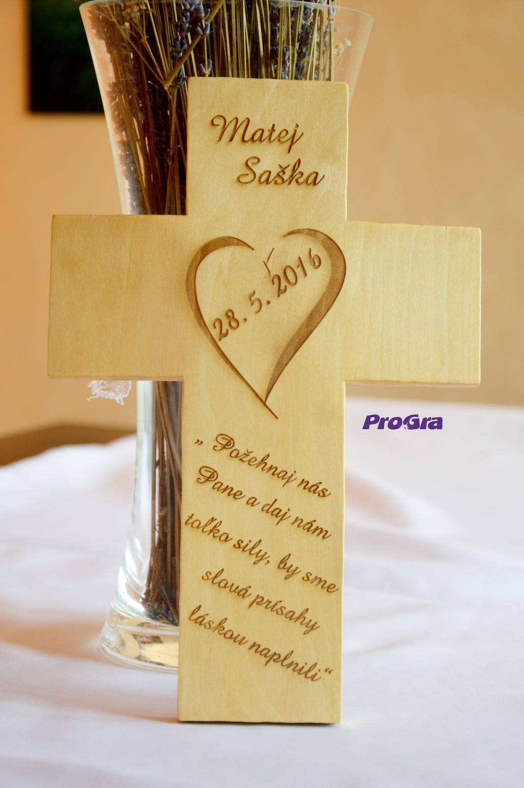 Svadobné krížiky - Svadobný krížik - bledý, elegantný krížik z lipového dreva