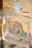 JIM - gravírovaná darčeková fľaša - osobný darček napríklad pre svadobných ocinov