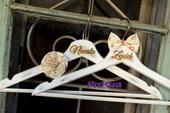 Svadobné vintage vešiačiky I.,