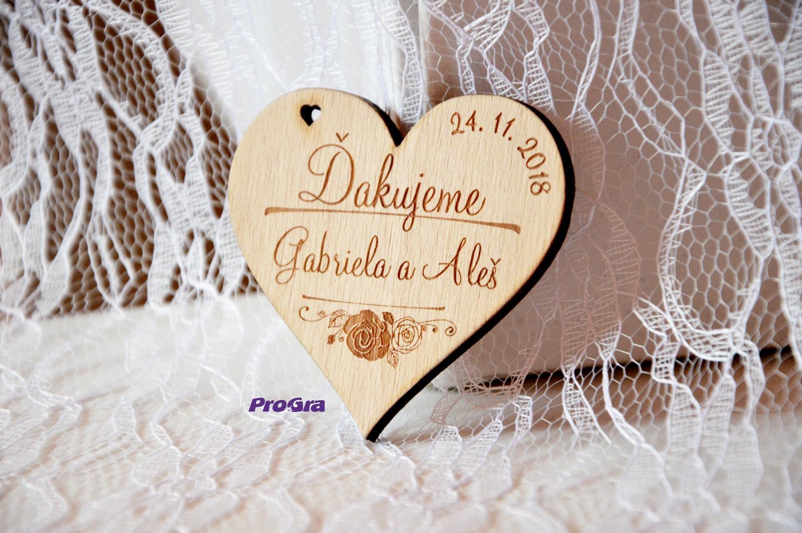 Drevená magnetka - Vôňa ruží - svadobná  - Obrázok č. 1