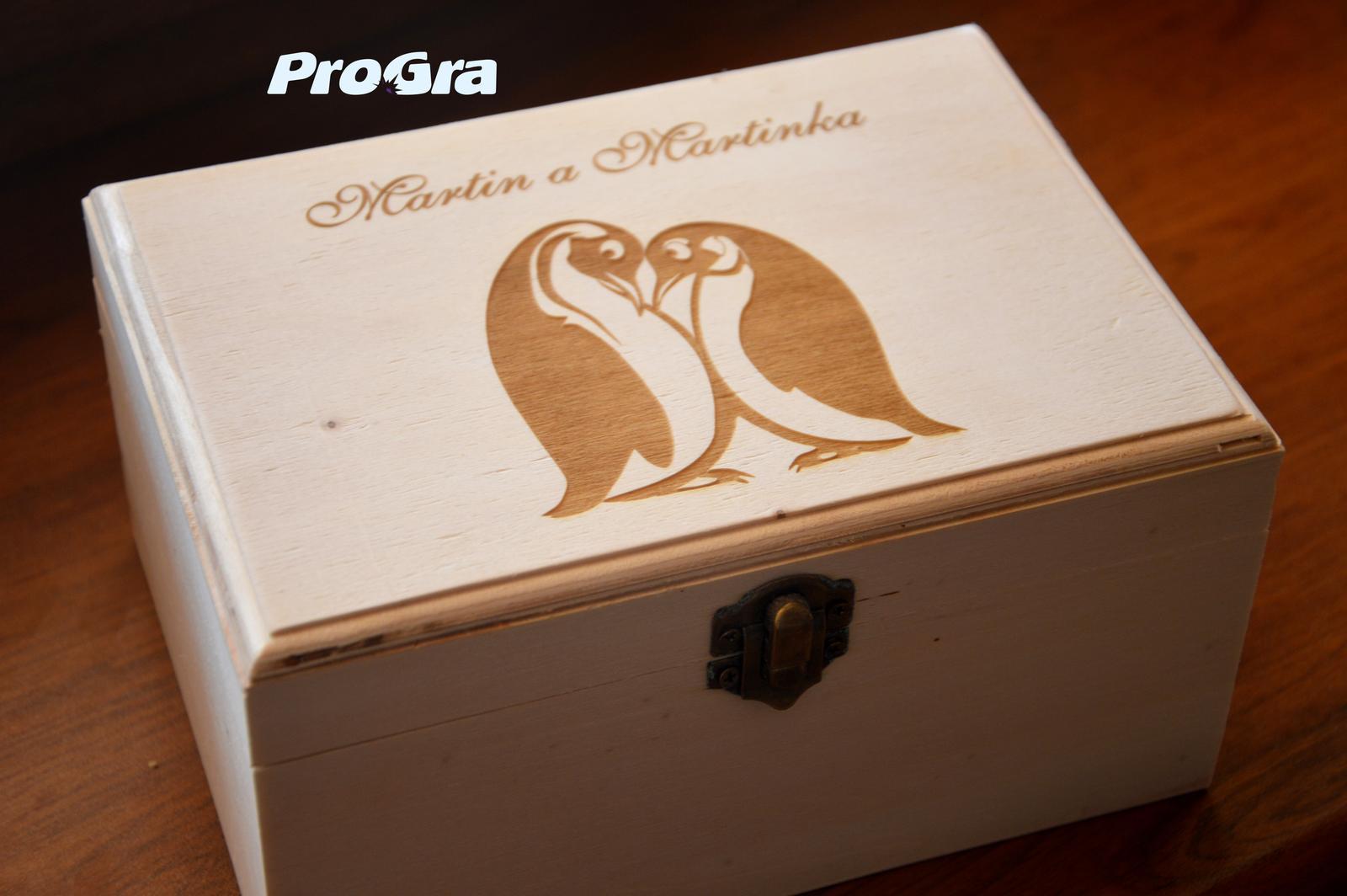Drevená krabička s gravírovaním na mieru menšia  V - Obrázok č. 1