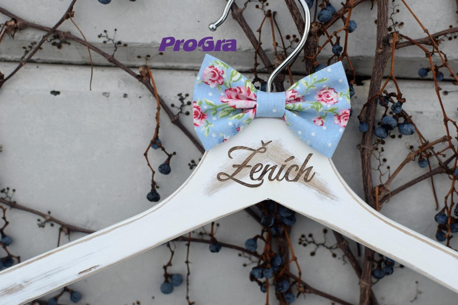 Svadobné vintage vešiačiky modré s ružami - Obrázok č. 3