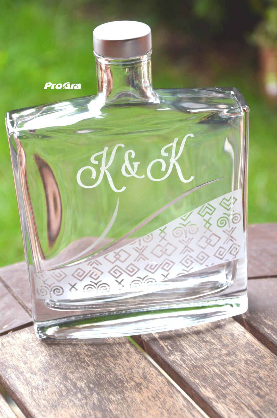 Čičmany set - gravírovaná fľaša + 6 štamprlíkov - Obrázok č. 3