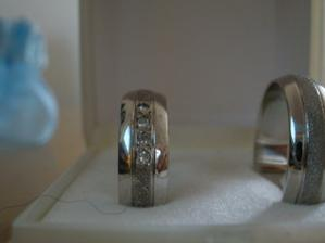detail na muj prstynek s diamanty:-) nadhera