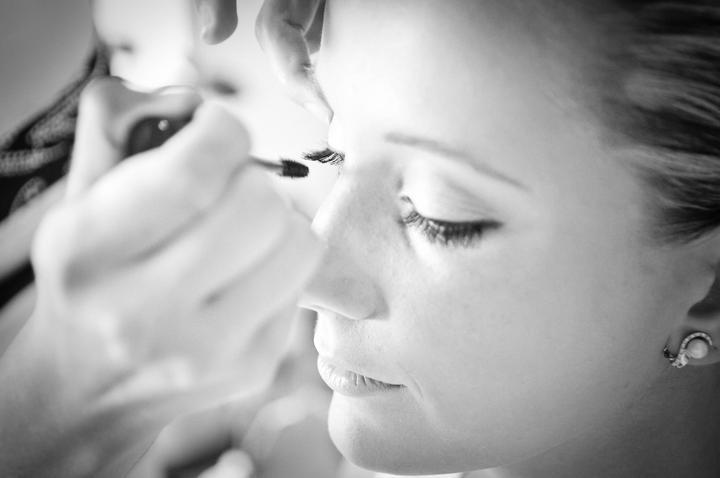 Katka{{_AND_}}Martin - Príprava make-up-u