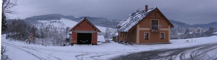 domeček sněhem zavátý...