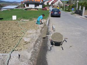 a už se ukládají do betonové peřinky