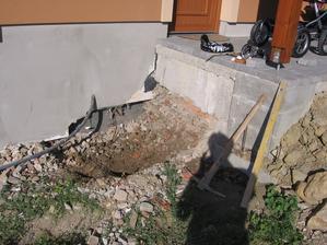 další akcička - schody do domečku - nejdřív výkop