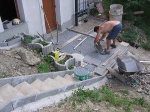 teď ještě pár betonových kachlí