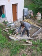schůdky ze starých silničních obrubníků osazené do betonu - kvalitka
