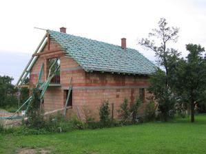 zalaťovaná severní část střechy