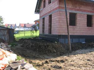 tady bude jednou terasa a schůdky z obýváku